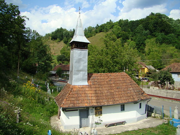 """Biserica parohială din Luncșoara, filia Vojdoci cu hramul """"Înălțarea Domnului"""" a fost construită în anul 1830."""
